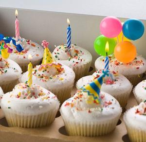 birthday_cupcakes__58456.1405367087.1280.1280.jpg
